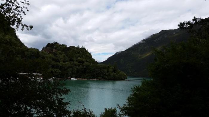 ... 了拉萨。途经巴松错(错在藏语里就是湖的意思